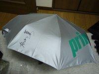 参加賞のPrinceの折り畳み傘にサイン
